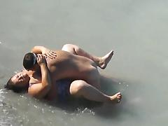 Chubby Girl Fucked In The Sea by A local Guy On Her Vacation