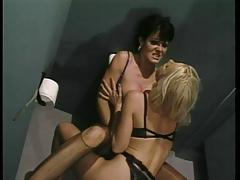 Two fucking hot lesbians have fon on the toilette