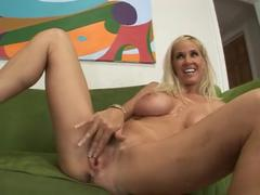 Smoking Hot MILF Totally Tabitha Gets Creamed