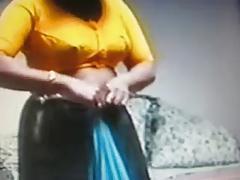 desi indian bhabhi exposing for husbands friend