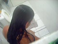 visinha tomando banho