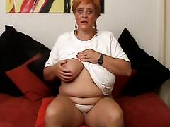 Horny Mom and her Eletric Vibrator