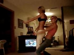 girls dancin