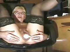 granny insert a big dildo analy