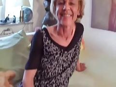 Oma mit haengende Titten wird gefickt