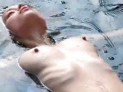 Amateur Jennifer's Hot nipples in the pool