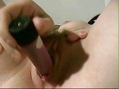 HOT GIRL GETS IT ON WITH A VIBRATOR !