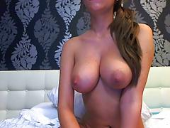 Sexy UK Chick Feels & Rubs Herself On Cam