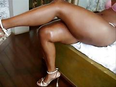 crossed legs - pernas cruzadas
