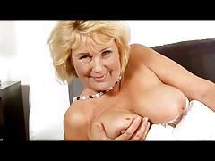 Mature grandma uses dildo