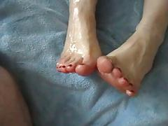 She Jerks A Big Load Over Her Sexy Oiled Feet