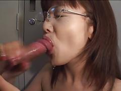 Skinny Asian gives BJ