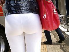SDRUWS2 - YOGA PANTS SEE THROUGH AT BUS STOP