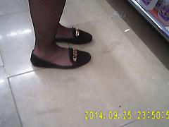 Shopper in fishnet black pantyhose