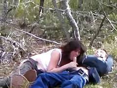 elle suce dans les bois