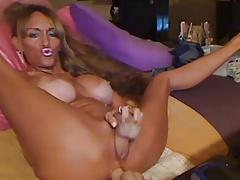 Blonde slut spreads and pounds her pussy