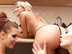 Lesbian - 3 way anal rimming