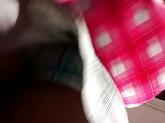 traia short debajo de su falda upskirt