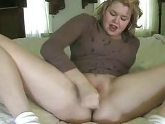 Chubby Amateur Squirts in her own face