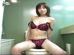 SHIRAISHI Yuna in the toilet