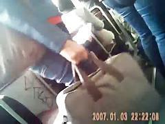 ENCOXCANDO EN EL BUS HOMBRO (PENE)