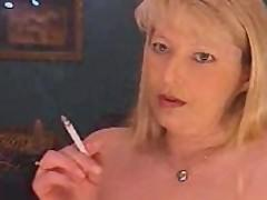 Milf smoking and cumming